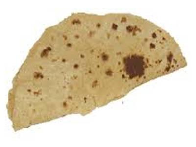 سوشل میڈیا پر تصویر میں سوکھی روٹی کھانے والے غریب باپ بیٹا پاکستانی نکلے