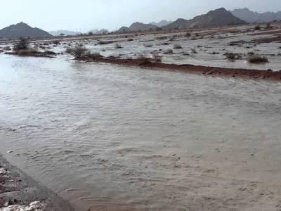 دوحہ میں شدید بارشیں، سیلابی ریلے کا سعودی عرب کی طرف رخ، سعودی حکام نے حفاظتی اقدامات شروع کر دیئے