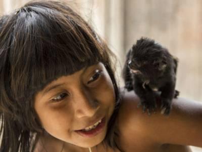 دنیا کا وہ انوکھا ترین قبیلہ، جہاں خواتین جانوروں کو بھی اپنا دودھ پلا کر زندہ رکھتی ہیں