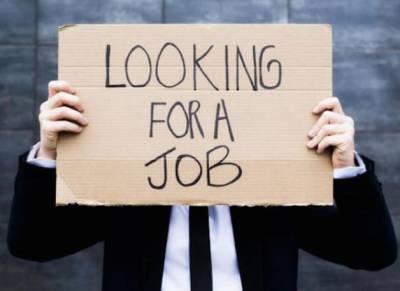 عوام ایک نوکری کو ترستے ہیں،سیاستدان بیک وقت 19کمپنیوں کا ملازم