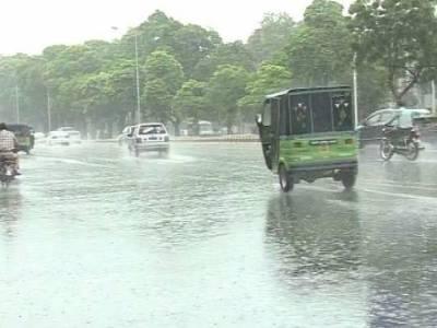 لاہور میں بارش کے بعد دھند کے بادل چھٹ گئے،سردی میں اضافہ