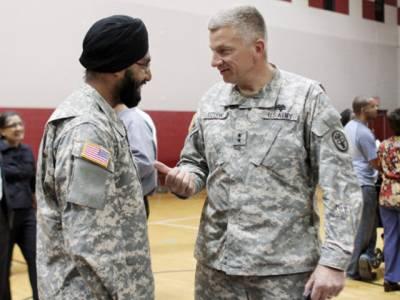 امریکی فوج نے سکھ کیپٹن کو داڑھی رکھنے کی اجازت دیدی