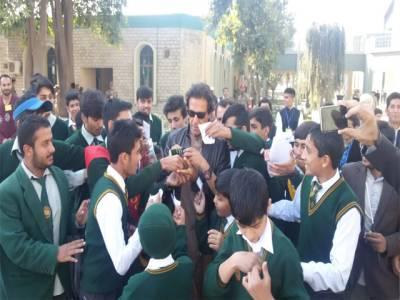 عمران خان نے آرمی پبلک سکول آرکائیولائبریری کا افتتاح کردیا
