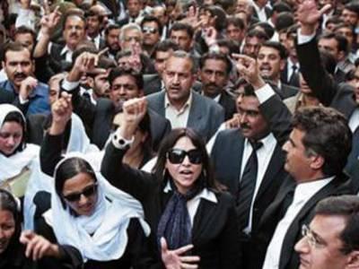 سانحہ اے پی ایس کا ایک سال، وکلاءکا یوم سیاہ ،مذمتی قراردادیں ،ہڑتال اور ریلیاں