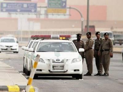 سعودی عرب میں ڈرائیونگ کرنے والوں کیلئے انتہائی ضروری خبر، حکومت نے نئی پابندی لگادی، اس ایک کام سے ہرصورت گریز کریں