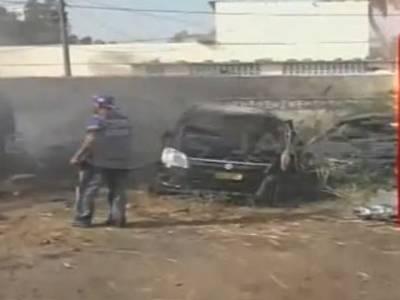 جھاڑیوں میں آگ،7 گاڑیاں جل گئیں