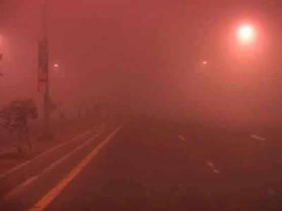 لاہور سمیت پنجاب کے دیگر شہروں میں دھند کا راج،حد نگاہ 50میٹر رہ گئی