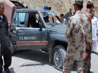 پولیس موبائل پر دستی بم حملہ،4 اہلکار زخمی