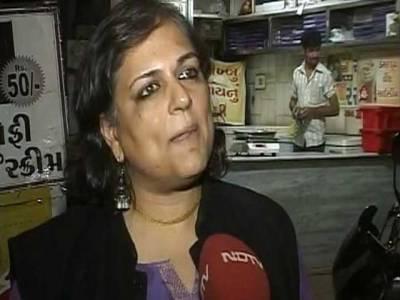 گجرات فسادات کے مجرم سے سوال پوچھنے پر خاتون صحافی پر تشدد