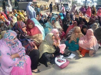 ارکان کیلئے کار پارکنگ کا منصوبہ،سندھ اسمبلی کے ملازمین کے گھر گرا دیئے گئے:متاثرین کا شدید احتجاج
