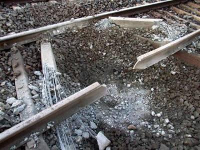 مٹھڑی ریلوے سٹیشن کے قریب دھماکہ ،نواب اکبر بگٹی ایکسپریس پٹری سے اتر گئی ،کوئی جانی نقصان نہیں ہوا