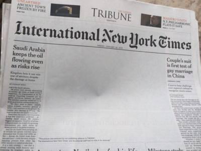چین کے دو مردوں کی ایسی تصویر جسے پاکستانی اخبار نے چھاپنے سے انکار کردیا