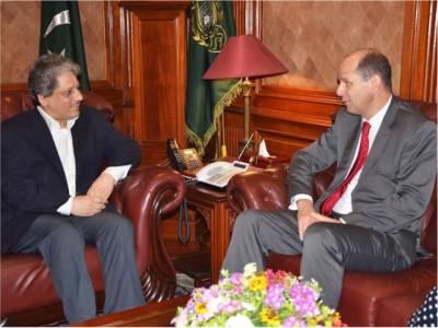 گورنر سندھ سے برطانوی ہائی کمشنر فلپ بارٹن کی ملاقات، پاکستان خطے کی اہم ضرورت ،کراچی میں سماجی و تجارتی سرگرمیاں اپنے عروج پر ہیں:ڈاکٹر عشرت العباد