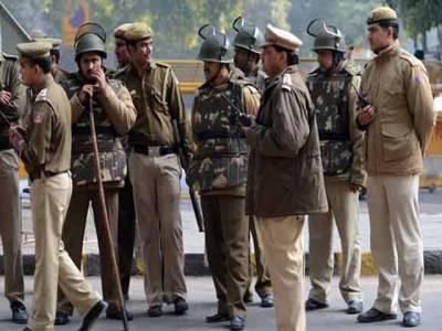 بھارتی پولیس پرتشدد مظاہرین پر قابو پانے کیلئے اب غلیلیں چلائے گی