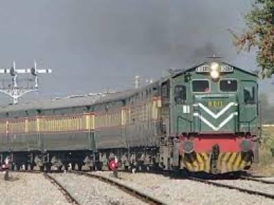 اڈیر لعل میں ٹرک ٹرین کی زد میں آنے سے 11افراد جاں بحق