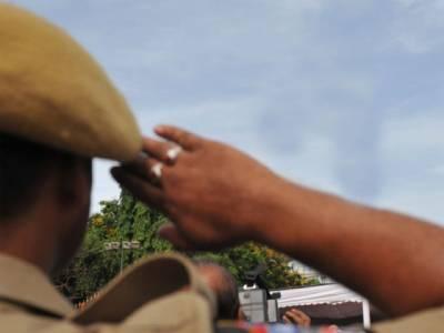 بھارت میں 24 سالہ خواجہ سرا طویل قانونی جنگ جیتنے کے بعد پولیس افسر بن گیا