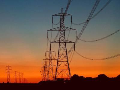 ماہانہ فیول ایڈجسٹمنٹ , نیپرا نے بجلی 4 روپے 11 پیسے فی یونٹ سستی کر دی