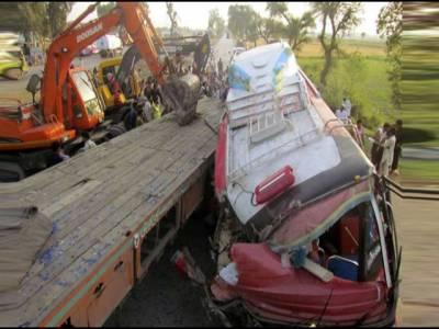 ٹرالر اور مسافر کو چ میں تصادم ، 5 افراد جاں بحق،14 افراد زخمی