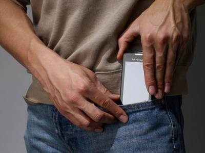 مردوں کو موبائل فون کے باعث بانجھ ہونے سے بچانے کیلئے انڈرویئر ایجاد کرلیا گیا، انتہائی اہم خصوصیات کے بارے میں آپ بھی جانئے
