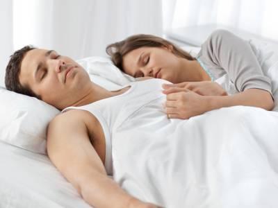 بیماریوں اور بانجھ پن سے محفوظ رہنے کیلئے رات کو سوتے ہوئے کس طرح کا لباس پہننا چاہیے؟ ماہرین نے انتہائی مفید مشورہ دےد یا