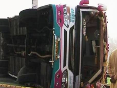 سڑک کی ناہمواری سے حادثہ ، 8 باراتی زخمی