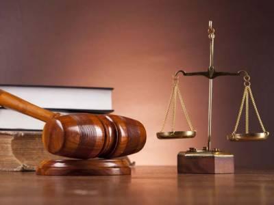 چیف جسٹس ہائیکورٹ نے وکلاءکے گاﺅن پہن کر عدالتوں میں پیش ہونے کی پابندی ختم کر دی