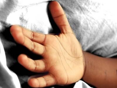 کراچی ،سیکیورٹی گارڈ کی فائرنگ سے بچہ جاں بحق
