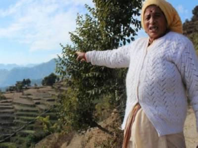 اترکھنڈ:باہمت خاتون اپنے گاﺅں میں بجلی لے کر آئی