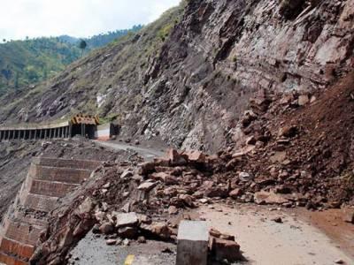 شانگلہ میں مکان پر پہاڑی تودہ گرنے سے 4افراد جاں بحق، چھتیں گرنے کے دیگر وقعات میں خواتین اور بچوں سمیت متععدد ہلاکتیں