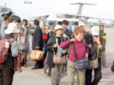 لینڈ سلائڈنگ سے شاہراہ کاغان پر پھنسنے والے 80 غیر ملکی سیاحوں کو اسلام آباد پہنچادیا گیا