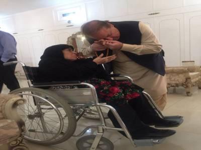 خاندان میں اختلاف نہیں ، والد نے علاج کیلئے روانگی سے قبل دادی کا ہاتھ چوم کردعائیں لیں: مریم صفدر