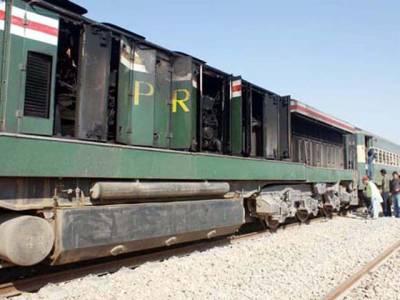 شور کوٹ سے لاہور آنے والی مسافر ٹرین کے انجن میں آگ بھڑک اٹھی ، متبادل انجن فراہم