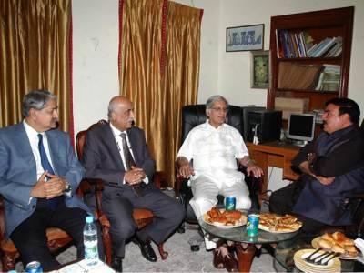 خورشید شاہ کی زیر قیادت پیپلز پارٹی کے وفد کی شیخ رشید سے ملاقات ،پاناما لیکس پر بات چیت