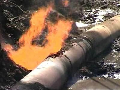 ناظم آباد کے قریب کھدائی کے دوران گیس پائپ لائن پھٹ گئی، صنعتی ایریا کو فراہمی معطل