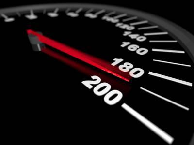 مدینہ ہائی وے پر مقررہ رفتار سے تیز گاڑی چلانے پر گرفتاری کا حکم
