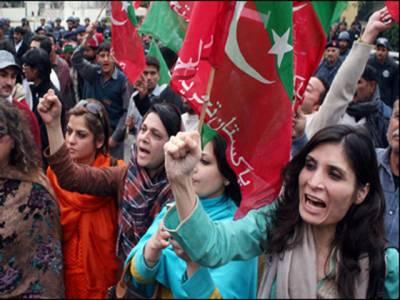پی ٹی آئی کےپشاور جلسے میں آنے والی واحد خاتون ماڈل سے انتہائی بدتمیزی