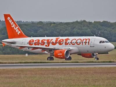 جذباتی نوجوان لڑکی کی جہاز کے ٹیک آف سے قبل پائلٹ کے ساتھ ایسی خطرناک حرکت کہ پولیس بلانا پڑگئی، جہاز گھنٹوں رن وے پر کھڑا رہا