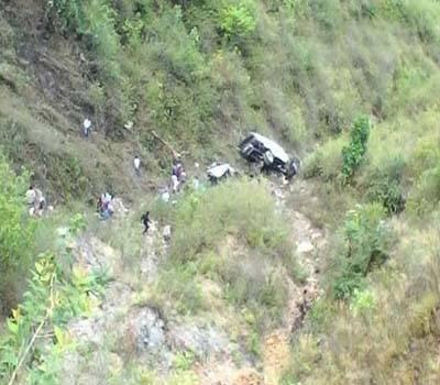 شاہراہ قراقر م پر کار کھائی میں جا گری ، خواتین سمیت 6 افراد جاں بحق: پولیس