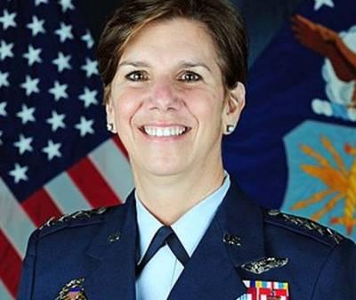 امریکہ کی فوجی تاریخ میں پہلی مرتبہ ایک خاتون جنرل لوری رابن سن جنگی کمانڈ کی سربراہ بن گئیں