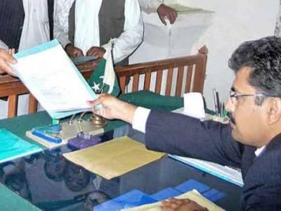 تحریک انصاف نے نواز شریف سمیت خاندان کے 5افراد کے کاغذات نامزدگی حاصل کرنے کیلئے درخواست دائر کردی
