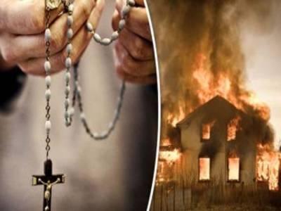 مصر : مسلم لڑکی سے دوستی کی افواہ ، مشتعل عربوں نے 7مسیحی گھروں کو آگ لگادی ، 70سالہ خاتون کو برہنہ کر کے پریڈ