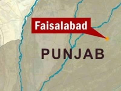 فیصل آباد میں ناکے پر موٹر سائیکل سوار اور خاتون سے 20 کلوچرس ، ہیروئن، افیون برآمد
