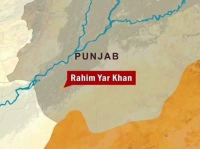 فتح پور پنجابیاں کے قریب قومی شاہراہ پر پٹرول سے بھرا آئل ٹینکر الٹ گیا