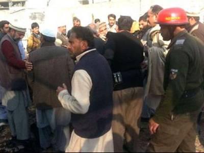 مردان: پولیس نے دہشتگردی کی کوشش ناکام بنا دی، خودکش حملہ آور فائرنگ سے ہلاک ، پولیس اہلکار سمیت 8افراد زخمی