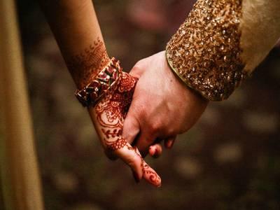 نوسربازوں نے اڑھائی لاکھ روپے لے کر 55 سالہ شخص کی خواجہ سرا سے شادی کروادی
