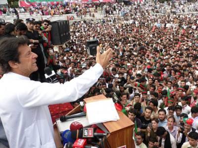 ملک کو دو بھائیوں نے یرغمال بنا رکھا ہے، فضل الرحمان عالم نہیں ، الیکشن کمیشن اور نادرا میں دو نمبرلوگ بیٹھے ہیں: عمران خان