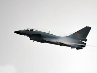 دنیا بھر کو دھمکیاں دینے والا امریکہ خود بے بس ہوگیا، چینی لڑاکا جہاز نے امریکی طیارے کا راستہ روکا تو پھر کیا ہوا؟ جان کر آپ بھی حیران پریشان رہ جائیں گے
