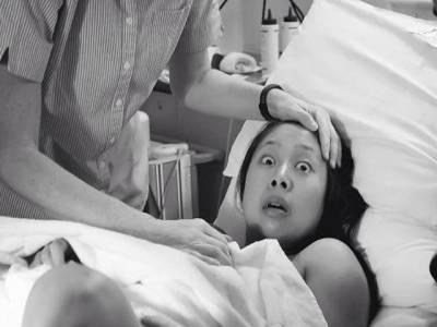 ماں بننے والی اس خاتون کی اپنے بچے کو پہلی مرتبہ دیکھتے ہی ایسی شکل کیوں ہوگئی؟ حقیقت جان کر آپ کا چہرہ بھی ایسا ہی ہوجائے گا
