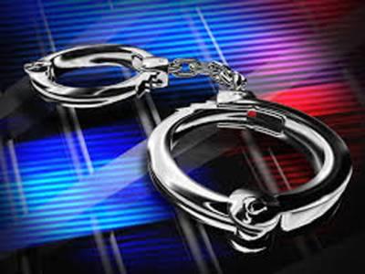 شادی نہ کرنے والے نوجوان پر تیزاب پھینکنے والی 40 سالہ محبوبہ 4 بچوں سمیت گرفتار