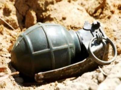 فیصل آباد میں بچوں نے نہر سے دستی بم ڈھونڈ لیا ، بم ڈسپوزل سکواڈ نے ناکارہ بنادیا